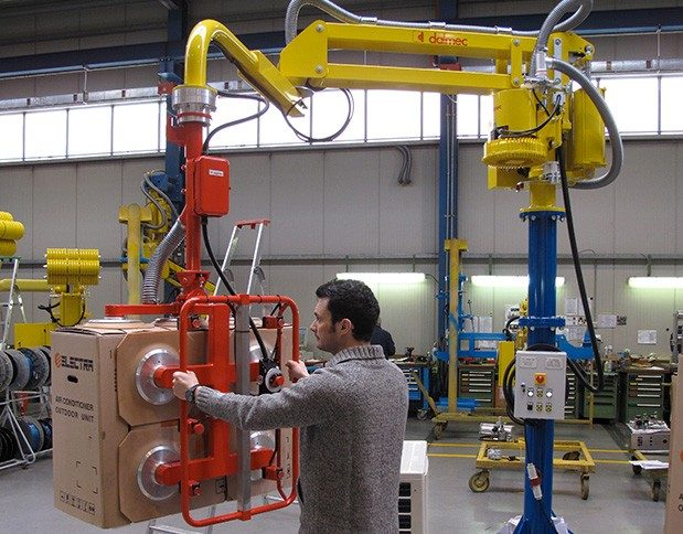 Partner Manipulator, column design, fitted with vacuum suction head